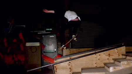 deskorolka : Skater doing dipped ollie down steps in slow motion Wideo