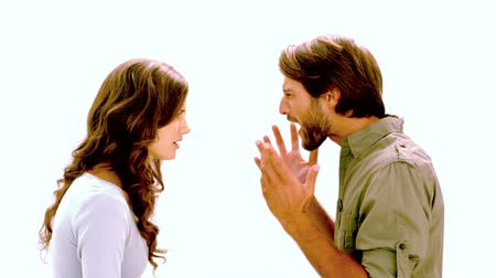 gritante : Couple having an argument on white background in slow motion