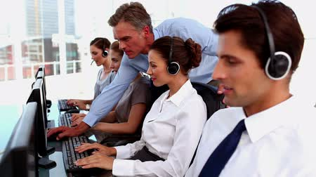 desteklemek : Smiling business people with headsets working in a call centre