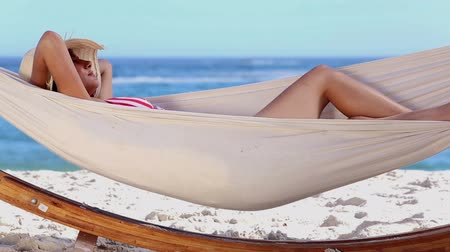 гамак : Attractive woman in bikini in a hammock on a sunny beach