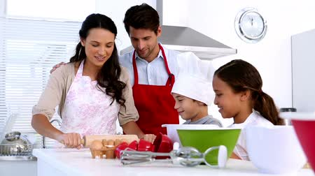 boldogság : Family preparing cake together at home in kitchen Stock mozgókép