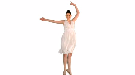 vysoká klíč : Beautiful young model in white dress jumping on white background Dostupné videozáznamy