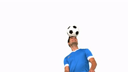 jogador : Man juggling a football with his head on white screen