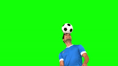 top sürme : Man juggling a football with his head on green screen in slow motion