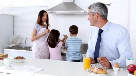 mutfak : Family cooking breakfast with the father reading newspaper