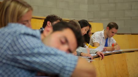 лекция : Student napping in the lecture hall at the university