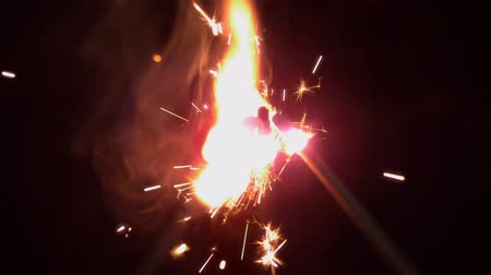 oŚwietlenie : Matches sparking on black background in slow motion
