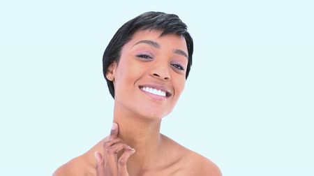 hydratují : Pretty young woman spreading cream on her neck against a white background