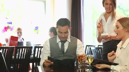 restoran : Business people in a classy restaurant ordering