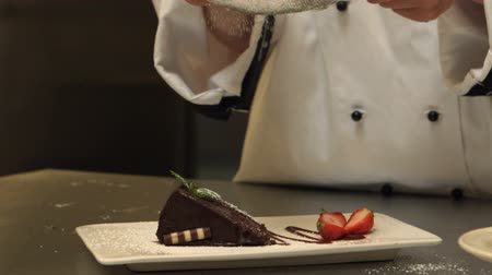 acabamento : Chef giving a cake the finishing touch in slow motion