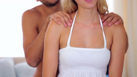 massages : Man giving his blonde girlfriend a massage at home in bedroom