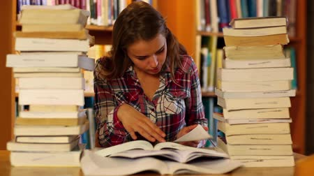 домашнее задание : Attentive student studying in the library surrounded by books in college