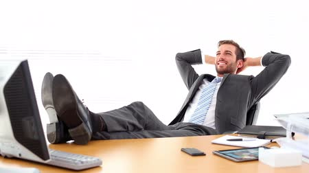 krawat : Relaxed businessman putting his feet up in the office