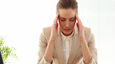 apprehensive : Businesswoman with a bad headache in her office Stock Footage