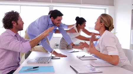stres : Business team disagreeing and fighting in the office