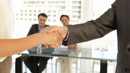 сотрудники : Business people shaking hands at the office