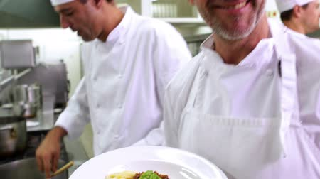 macarrão : Chef showing his spaghetti bolognese to camera in a commercial kitchen