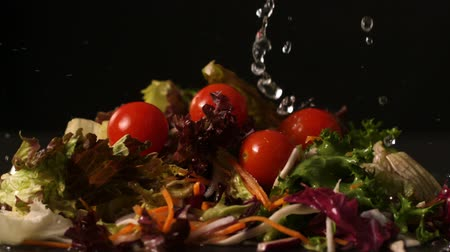 damlatma : Water dropping onto fresh salad in slow motion