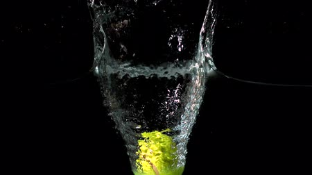 damlatma : Tennis ball falling into water in slow motion