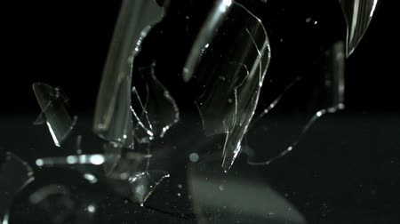 quebra : Wine glass falling and breaking on black background in slow motion Stock Footage