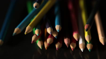 filmowanie : Colour pencils falling on black surface in slow motion