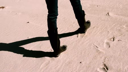 ботинок : Woman in boots walking on the sand in slow motion Стоковые видеозаписи