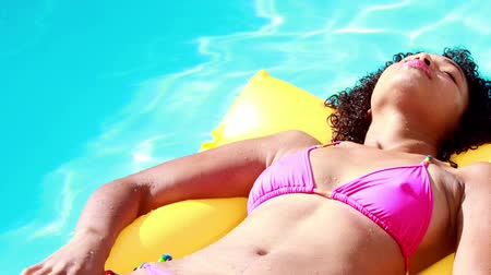 holiday villa : Gorgeous woman in swimming pool lying on lilo on her holidays
