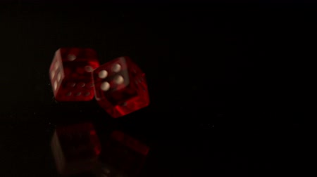 прокатка : Red dice rolling and bouncing in slow motion