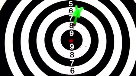 прицеливание : Green dart hitting the bullseye on white background in slow motion Стоковые видеозаписи