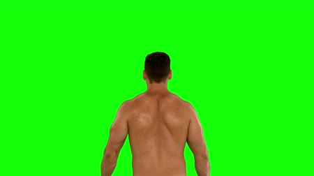 fisiculturismo : Muscular man flexing his biceps in slow motion