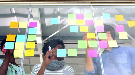 fianchi : Business team creativo con una riunione in ufficio creativo