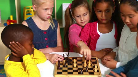 przedszkole : Preschool class learning how to play chess in playschool