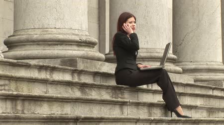 гибкость : Stock Video Footage of a Businesswoman Working outdoors