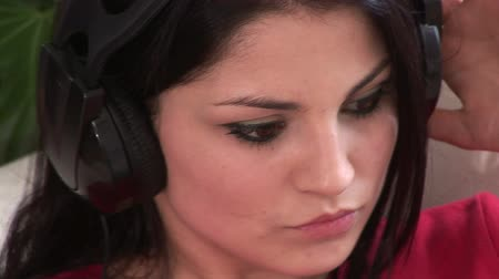 curto : Broadcast Quality Stock Video Footage of a Woman Listening to Music 07
