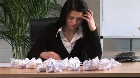 frustratie : Stock Video van een Gefrustreerd Business Woman Under Stress Stockvideo