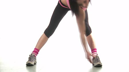 musculação : Stock Video Footage of a Woman Working out in Gym