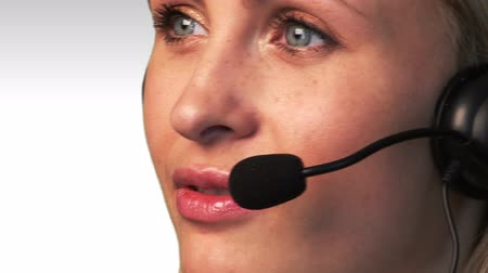 yardım hattı : A friendly telephone operator in an office environment