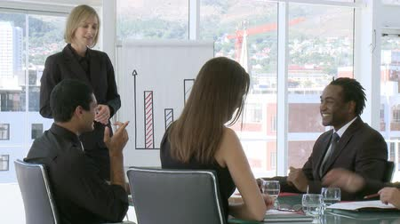 choise : Confident Businesswoman explaining business results to her team Stock Footage
