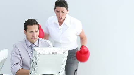 kontakt : Competitive businesswoman hitting her colleague with boxing gloves Wideo