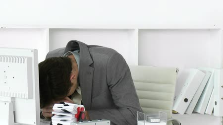 depressão : Disappointed businessman working at a computer in his office