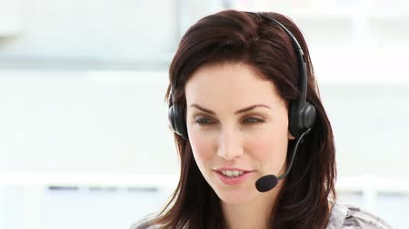 temsilci : Smiling woman working in a call center in a company
