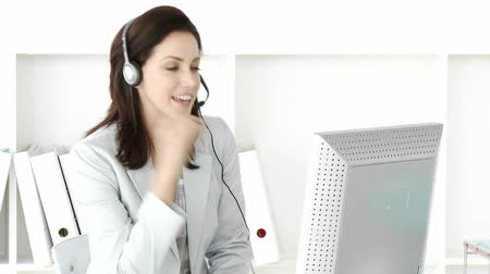 boldogság : Ambitious businesswoman with headset on in the office Stock mozgókép