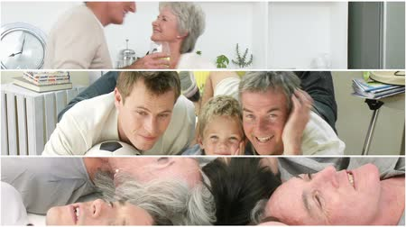 grand parent : Les grands-parents attentifs qui se amusent avec leur famille à la maison