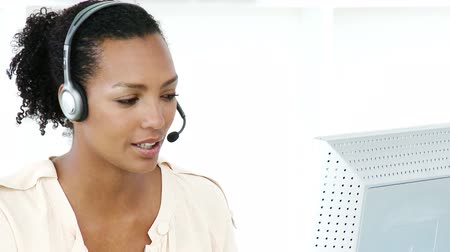 temsilci : Ethnic businesswoman working in a call center against a white background