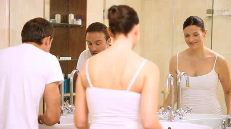comprimento total : Couple getting ready in the bathroom at home Stock Footage