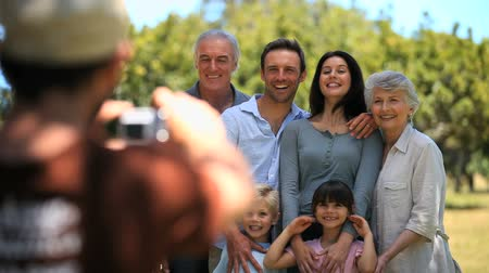 grand parent : FAMILYS photo prise par un passant dans le parc