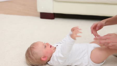 halı : Baby laughing when woman playing with him on the carpet Stok Video