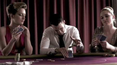 покер : Poker players betting each one in turn in the casino Стоковые видеозаписи