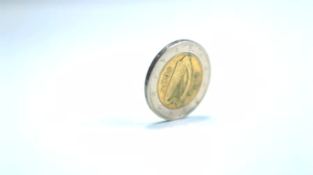 mince : Two euro coin revolving in slow motion Dostupné videozáznamy