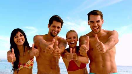 amigos : Friends giving thumbs up to the camera at the beach in slow motion Vídeos